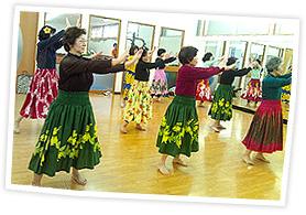 広島のフラダンス教室「アロハレイ」レッスン風景2